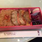 箱根の市 - 炙った金目鯛3切れとそぼろが出汁で炊かれた御飯に乗ってます!