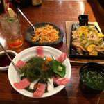 首里古酒倶楽部 - 『海ぶどう丼』『アオサ汁』『島豚あぐーと野菜の熱々鉄板焼』『人参しりしり』『琉球ハイボール』
