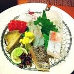 磯辺亭 - お刺身盛り合わせ✨       どれも鮮魚で美味( 〃▽〃)