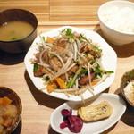 ひびか食堂 - フーチャンプル定食¥840(税込)。