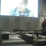 nakata.net cafe - 上品で、ゆったり空間。大画面テレビがあります。