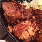 東京トンテキ - 肉アップ