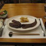 41901236 - 本日の熟成和牛ステーキ1/2听(肩)(2014.03)