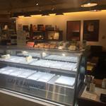 自家焙煎珈琲工房 カフェ バーンホーフ 三番街店 - お!ケーキのショーケースだー♪♪