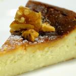 ル・プティ・ポワソン - 大人のチーズケーキ  ロックフォールちーすのクセのある香りが楽しい