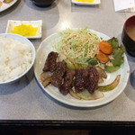 41914797 - 焼肉定食 680円