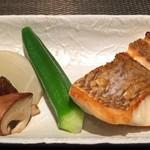 神楽坂 鉄板焼 中むら - 天然真鯛のポワレ 蕪、オクラの炊き合わせと一緒に!
