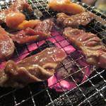 炭火焼肉 太陽 - 色々なお肉を焼く!焼く~♪