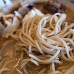 熊本ラーメン館 味千拉麺×桂花ラーメン - 沢山の具材から掘り起こした麺。これも美味しかった!