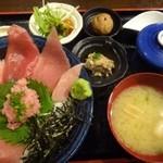 まぐろ堂 博多みつわ - 特選まぐろ食べ比べ丼(1380円:税込)・・中トロの入るマグロ丼。