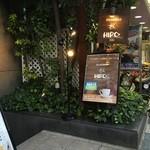 ヒロコーヒー - 階段を降りるとお店です。