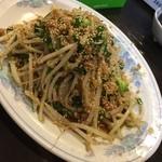 燕 - 料理写真:住んでるのにはじめてのぉ店 ニラもやし炒め@500