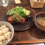 燕食堂 - メカジキのカツレツ アボカドとアンチョビのタルタル
