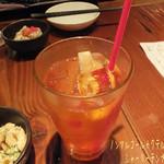 タント - キリン一番搾り(中ジョッキ/480円)とノンアルコールカクテルで乾杯〜( ^ ^ )/□ ドリンクも豊富で日本酒もおすすめ地酒がいくつかあり、ノンアルカクテルのシャーリーテンプルも美味しかったよ!