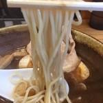 41935926 - 加水率やや高めのストレート細麺。