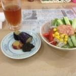 優心 - 前菜の野菜のお総菜とサラダ