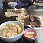 遊・・・・・・・ing - ランチAセット¥950…但馬牛の鉄板焼きとガーリックライス…お漬物ついてる