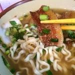 丸安そば - いつもの炊飯ジャーに入ってる、この豚の三枚肉も、甘辛い味がよくしみてて、スープと麺と絶妙に合う~!