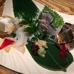 長八 - バイ貝の造り 1200円・秋刀魚造り2種盛り 780円