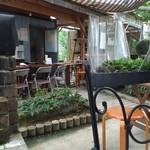 隠れ家 - 屋外飲食スペース