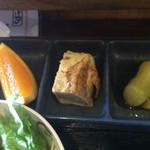41943882 - フルーツ、卵焼き、焼きナス
