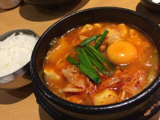 韓感 - 豆腐スンドゥブチゲ。