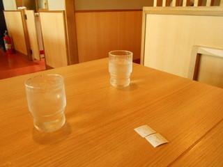濱ゆう - テーブル