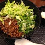 湯島ひよこ堂 - 汁なし担々麺 3辛 麺140gセット(温泉たまご+ごはん付き)800円