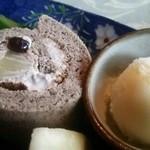 窯元カフェ はづき - はずきセットのスイーツ  米粉のロールケーキとシャーベット