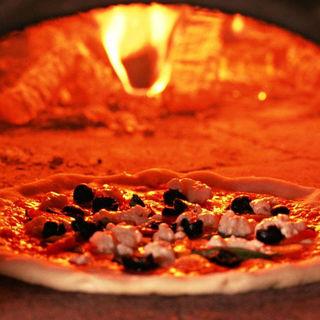 ローマとミラノで学んだピザ職人の宴会コース料理
