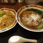 双喜亭 - ラーメンと半チャーハンのセット 810円