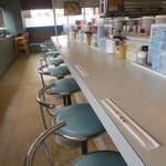 竜宮 - 客席、テーブルボックス席あり