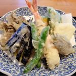 41960284 - 201509 天ぷらはみょうが、山芋、インゲン、ピーマン、茄子、サツマイモ、舞茸、海老と品数豊富。