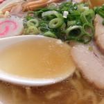 支那そば きび - 201509 豚骨の清湯スープと煮干し、生姜の香るスープ