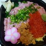 おはな丼丸 - ウニトロイクラ丼540円