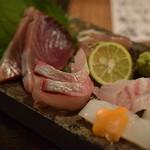 居酒屋 遊膳 - 本日のお造り ちょっと盛り(カツオ、天然鯛、サワラ、カンパチ、ハリイカ)
