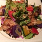 テラ - 鶏唐と紫芋のサラダ、カレーソース。 ベタになりそうなカレーソースやのに何?この絶妙さ!ばくばくいっちまいましたよ!