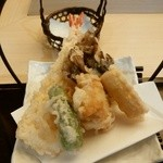 常陸庵 - 揚げたて天ぷらー海老の湯葉巻き、ししとう、舞茸、湯葉巻き、豆腐しゅうまいー