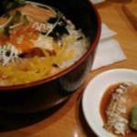 ひまわり寿司 新都心店 - トロサーモン丼