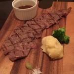 Steak&Wine Vabene - サーロインステーキ。