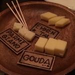 Steak&Wine Vabene - 選べるチーズ。ゴーダが好みでした。