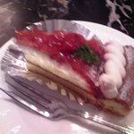 亜麻亜亭 - オリジナルケーキ『ベリータルト』¥540 (単品価格) アップ♪w