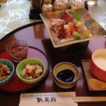里交流センター甑島館 - 料理写真:刺身、塩辛、くるみの何か......、マリネ、茶碗蒸し