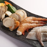 焼肉 山王苑 - 海鮮焼き【1480円】魚介類の盛り合わせ。ボリュームたっぷりのサービス品!