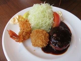 旬香亭 - 日替りランチ:煮込みハンバーグとフライ(じゃがいもと挽肉のフライ、海老フライ)、コールスロー、ポテトサラダ、じゃがいものポタージュ、ライス4