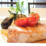 41974510 - タイムコース 2138円 の霧島豚ロインのポアレ トマトと季節野菜添え