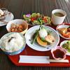 茶久楽 - 料理写真:茶久楽ランチ◆日替りのメイン・副菜、小鉢、サラダ、ご飯、香の物、スープ、プチデザート