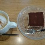 焼き菓子カワトモ - 料理写真:ティラミスとカプチーノ