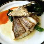 フレンチレストラン カザマ - 真鯛のポワレのアップ