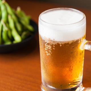 生ビールをはじめ豊富に揃うドリンクも290円(税抜)〜とお得